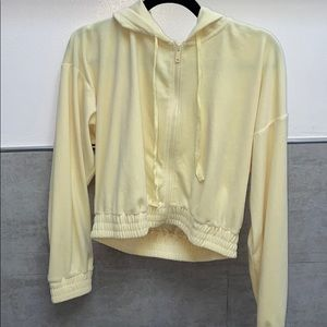 Cropped yellow jacket